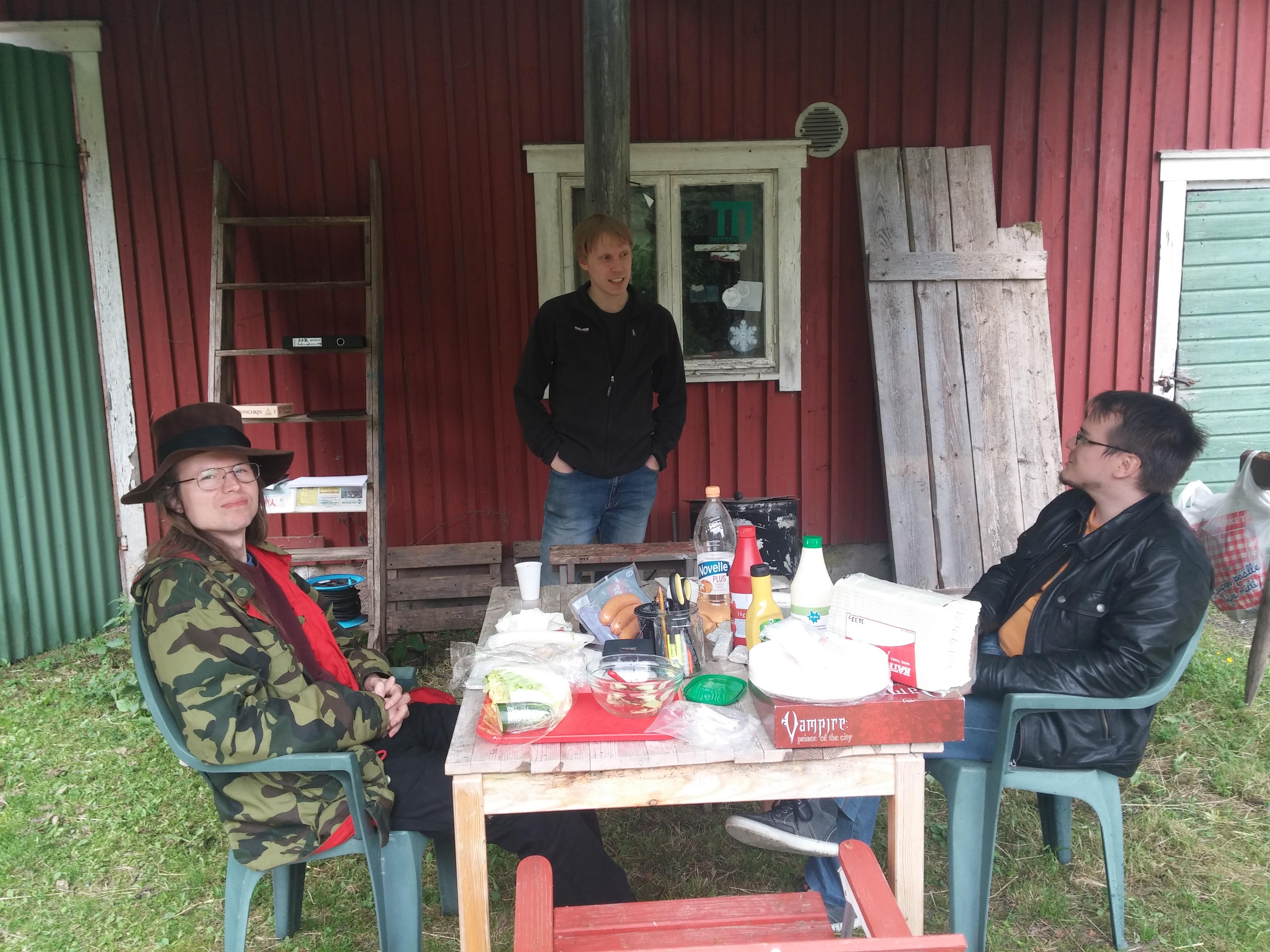 Ensimmäisen päivän vierailijat: Nestori Lehtonen, Sami Koponen ja Timo Hohkala.