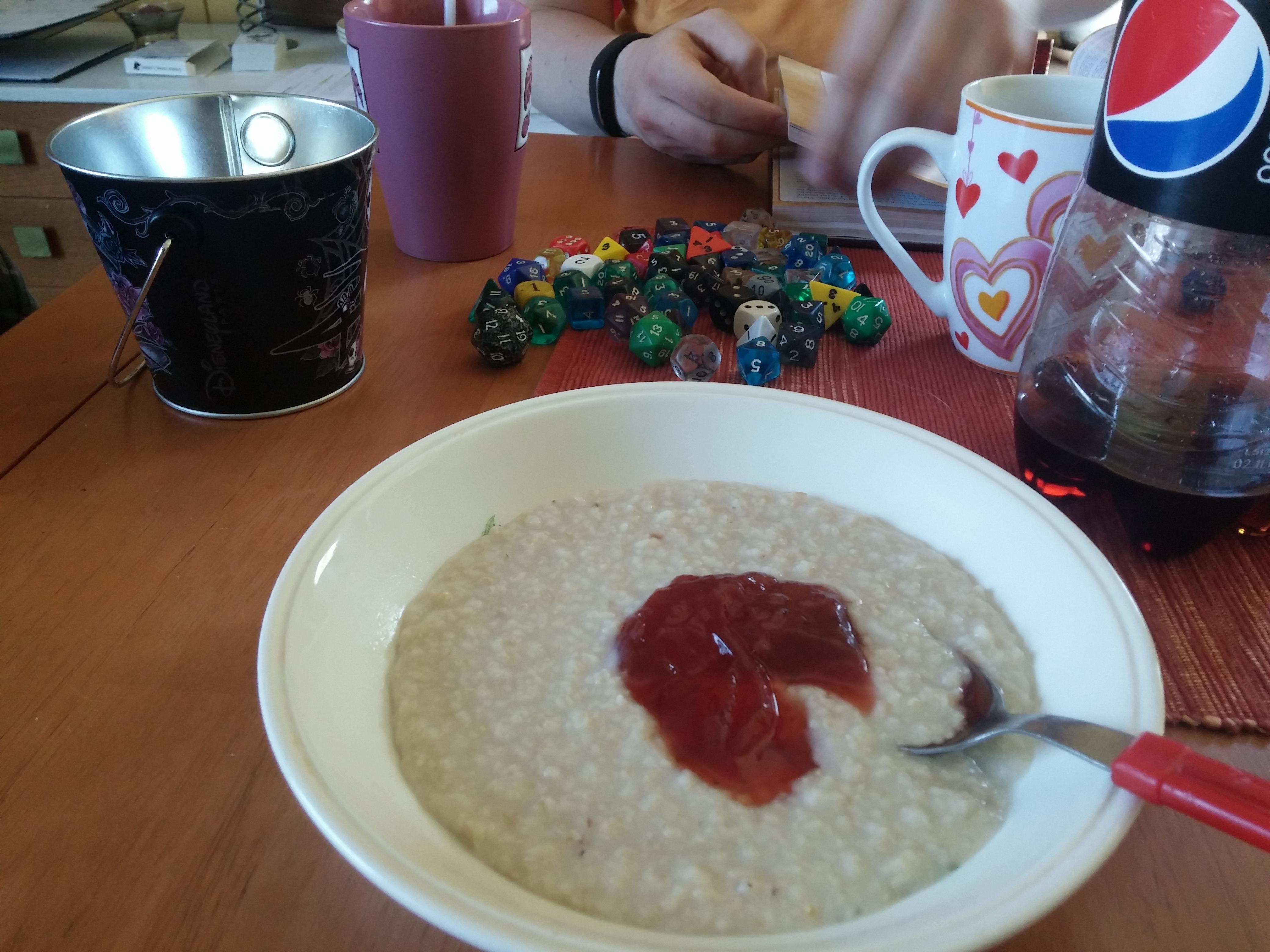 Voittajan aamiainen! Puuro maistuu ja nopat pyörii.